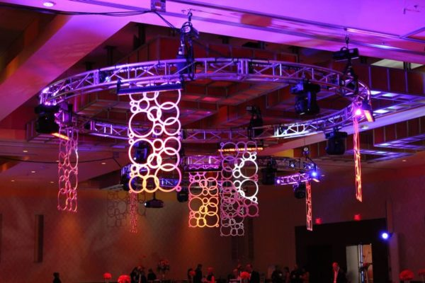 Quest-Events-Scenic-Design-Event-Ceiling-Treatment-Geo-Panels
