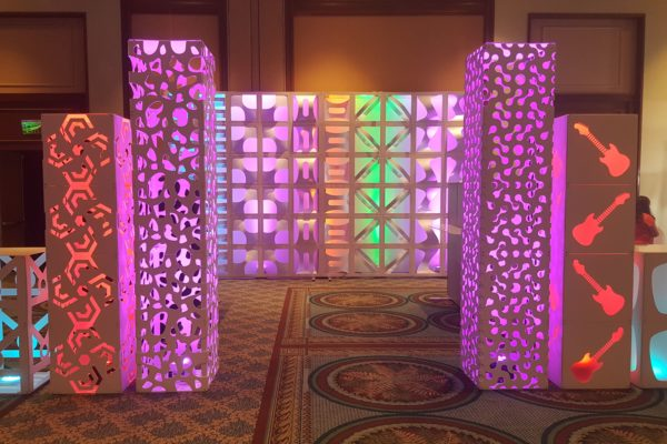 Quest-Events-Totally-Mod-Corporate-Special-Events-Scenic-Design-Hotel-Conference-Convention-Center-Cut-Out-Style-Columns-min