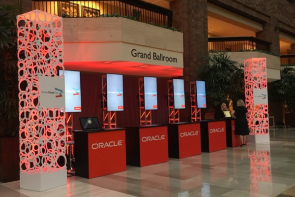 Oracle-event-hotel-rental-scenic-element-geo-towers-uplighting-quest-events