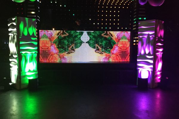 Tropical-theme-Formset-stage-backdrop-column-ripples-quest-events-rental