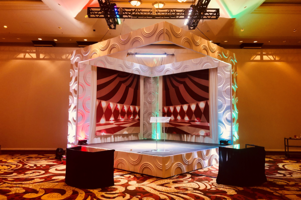 formset-backdrop-circles-booth-lectern-quest-events-rental