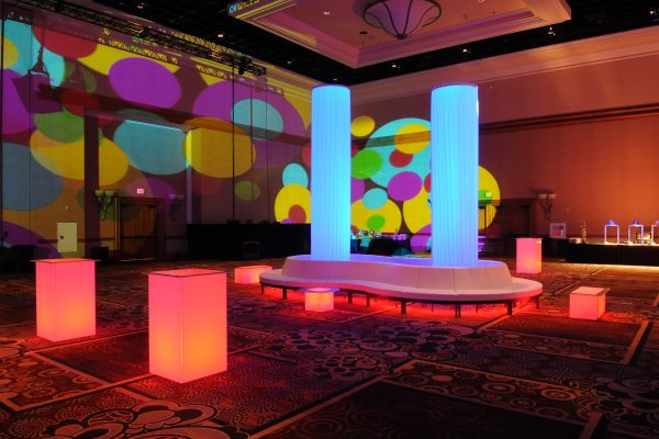 totally-mod-quest-events-rental-table-furniture-illuminated-3Infinity Glow