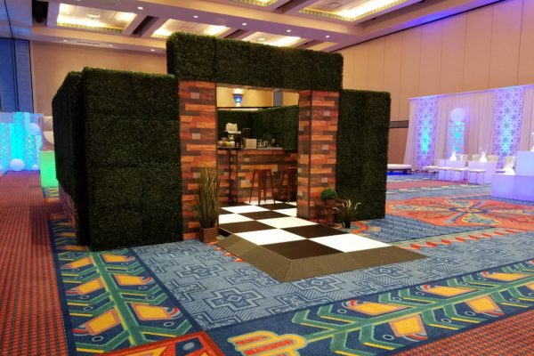 style-tyles-hedge-printed-wood-walls-freestanding-rental-totally-mod-quest-events